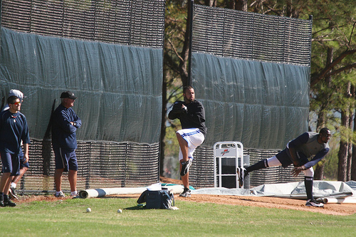 Joel Zumaya and Dontrelle Willis throwing with Rick Knapp watching (2/3/09 credit Roger DeWitt)
