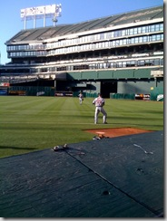 Galarraga and Ryan warm up before the start